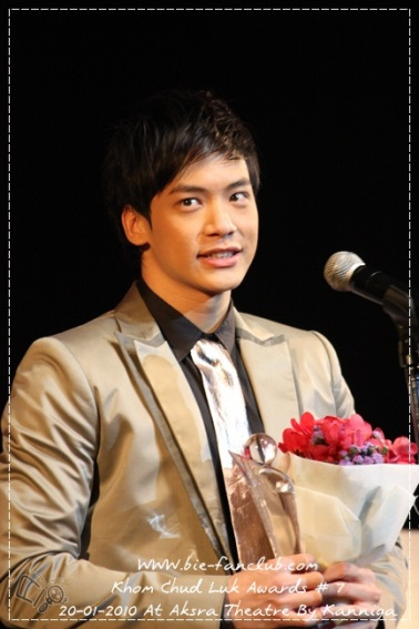 Best Actor from Dok Rak Rim Tang