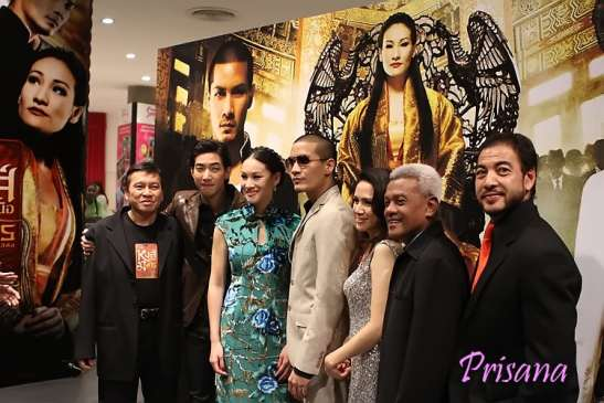 the cast of Hong Neua Mang Korn, the musical