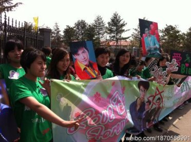 Chinese fans waiting to welcome Bie