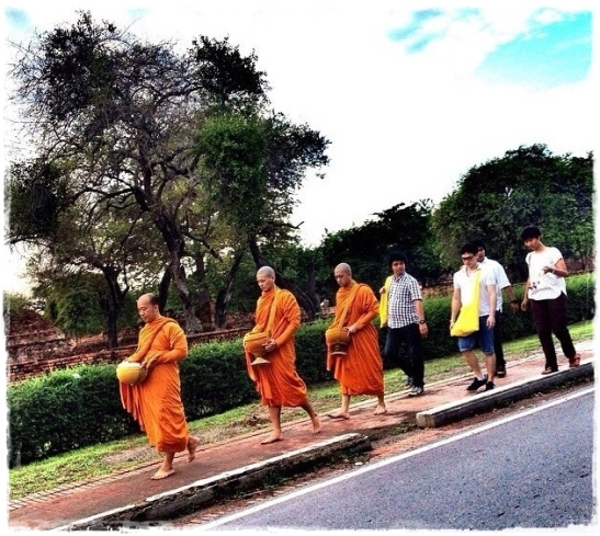 5:50 am - the monk and Bie with others walked around the community accepting food offering