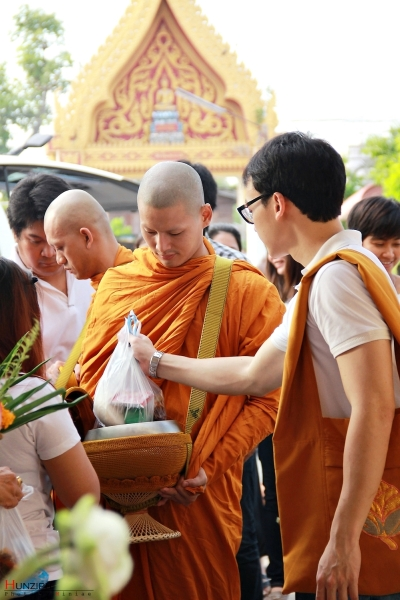 phra Hunz accepted food offering
