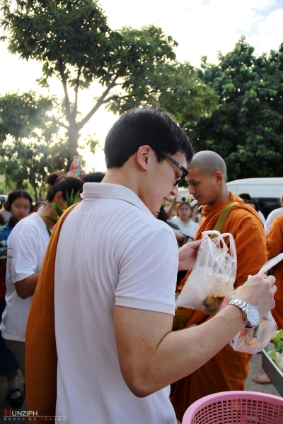 Bie as phra Hunz's personal assistant or surrogate brother would take the food out of the bowl that the monk used to accept the offering