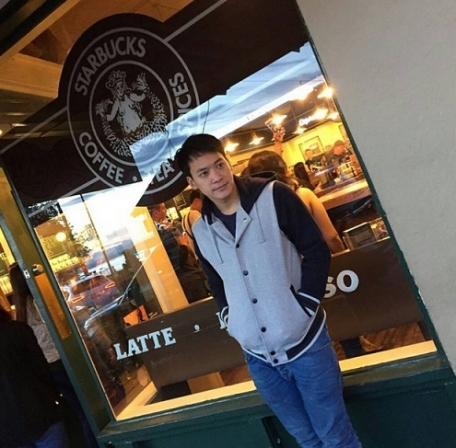 biesurit_w: The 1st Starbuck in the world in Seattle #reporting to work #got here safe and sound :)